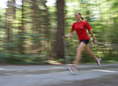 Yürüyüşe başlamadan önce aşağıdaki koşullardan biri varsa mutlaka doktor kontrolünden geçmelisiniz: • Bir yıl veya daha uzun bir süreden beri hareketsiz iseniz • 65 yaşın üzerinde iseniz ve herhangi bir egzersiz yapmıyorsanız